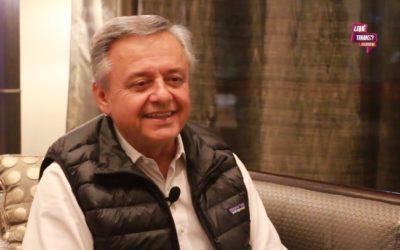 Buenas Noticias desde la AIS   Entrevista al Dr. Jorge Carvajal en Nueva York