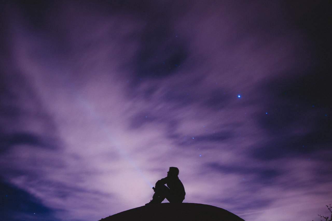 Genera una conversación activa con el universo